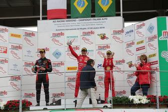 Podio Gara 2: il vincitore della gara Enzo Fittipaldi, Prema Theodore Racing, il secondo classificato Leonardo Lorandi, Bhaitech, il terzo classificato Gianluca Petecof, Prema Theodore Racing