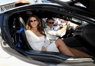 Actress izabeth Hurley in the safety car