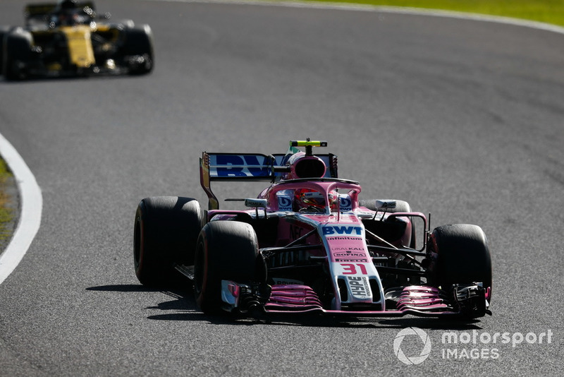 Эстебан Окон, Racing Point Force India F1 VJM11, и Карлос Сайнс, Renault Sport F1 Team RS18