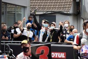 Michael van der Mark, BMW Motorrad WorldSBK Team celebra con Tom Sykes, BMW Motorrad WorldSBK Team