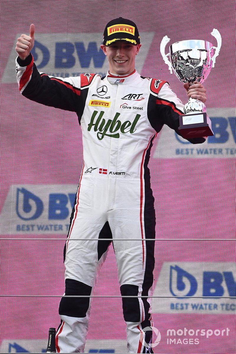 Podio: segundo lugar Frederik Vesti, ART Grand Prix