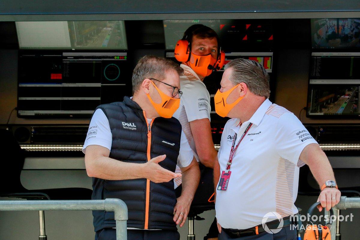 Andreas Seidl, director del equipo McLaren, y Zak Brown, director general de McLaren Racing