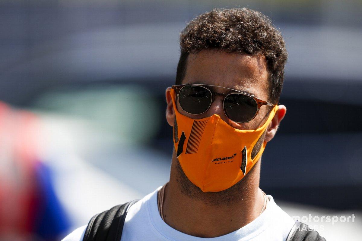 Daniel Ricciardo, McLaren, llega al circuito