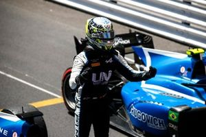 Race Winner Guanyu Zhou, Uni-Virtuosi Racing in Parc Ferme