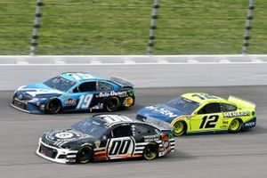 Martin Truex Jr., Joe Gibbs Racing, Toyota Camry Auto-Owners Insurance, Ryan Blaney, Team Penske, Ford Mustang Menards/Moen