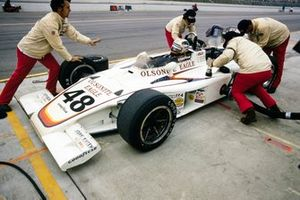 Bobby Unser, All American Racers, Eagle 74 Offenhauser, makes a pitstop
