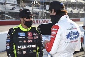 #88: Matt Crafton, ThorSport Racing, Toyota Tundra Ideal Door/Menards, #15: Tanner Gray, Team DGR, Ford F-150 Ford Performance
