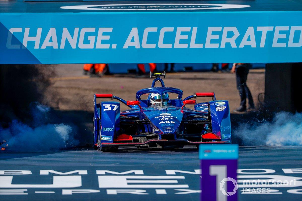 Tercer lugar Nick Cassidy, Envision Virgin Racing, Audi e-tron FE07 llega al podio