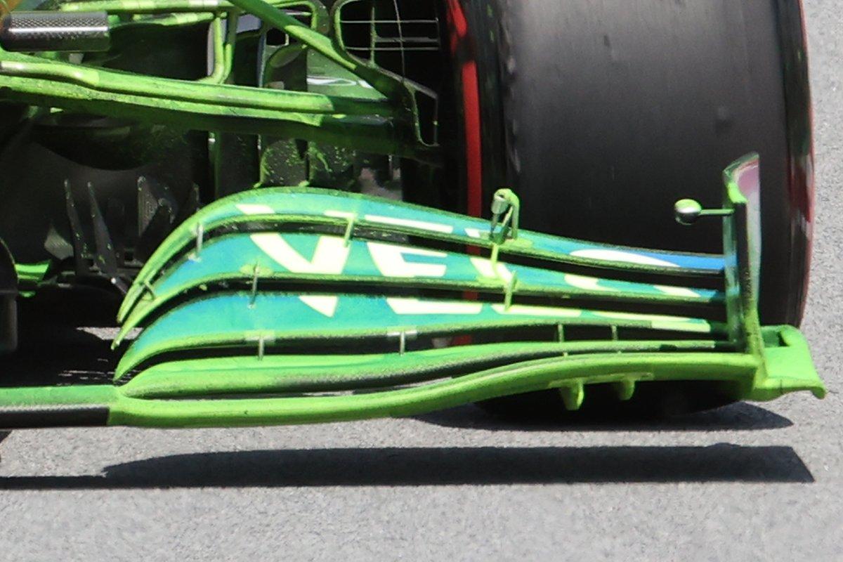 Detalle del nuevo alerón delantero del McLaren MCL35M