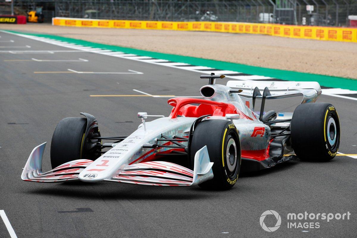 El coche de Fórmula 1 de 2022 en la parrilla de Silverstone