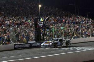 Race winner Chase Elliot, SRX Nashville
