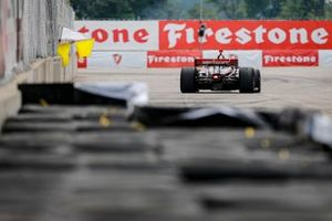 Un commissaire de piste, avec Will Power, Team Penske Chevrolet