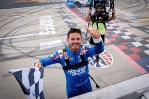 Kyle Larson, Hendrick Motorsports, Chevrolet Camaro HendrickCars.com, Bandera a cuadros, Ganador