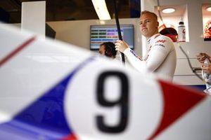 Nikita Mazepin, Haas F1, dans son garage