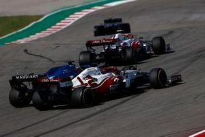 Antonio Giovinazzi, Alfa Romeo Racing C41, Fernando Alonso, Alpine A521, and Kimi Raikkonen, Alfa Romeo Racing C41