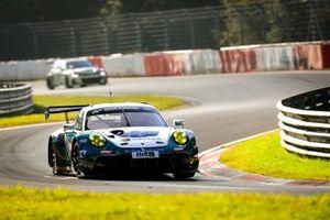 #19 BLACK FALCON Team IDENTICA Porsche 911 GT3 R: Noah Nagelsdiek, Florian Naumann, Hendrik Von Danwitz