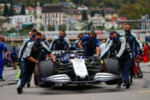 George Russell, Williams FW43B, arrives on the grid