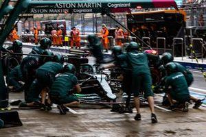 Lance Stroll, Aston Martin AMR21, maakt een stop tijdens de kwalificatie