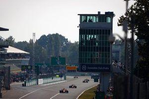 Daniel Ricciardo, McLaren MCL35M, Max Verstappen, Red Bull Racing RB16B,