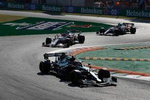 Sebastian Vettel, Aston Martin AMR21, Robert Kubica, Alfa Romeo Racing C41, en Antonio Giovinazzi, Alfa Romeo Racing C41.