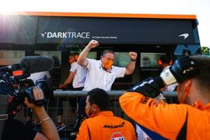 Zak Brown, CEO, McLaren Racing, and the McLaren team celebrate victory