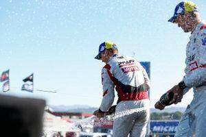 #9: Pfaff Motorsports Porsche 911 GT3R, GTD: Zacharie Robichon, Laurens Vanthoor, avec le Champagne
