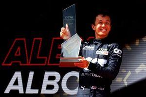 Podium: Racewinnaar Alex Albon, AF Corse