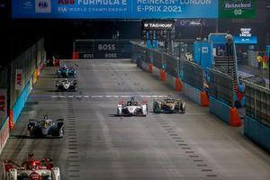 Pascal Wehrlein, Porsche, Porsche 99X Electric, battles with Antonio Felix Da Costa, DS Techeetah, DS E-Tense FE21