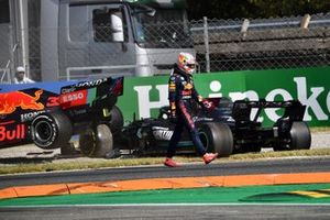 Макс Ферстаппен, Red Bull Racing, после столкновения со Льюисом Хэмилтоном, Mercedes W12