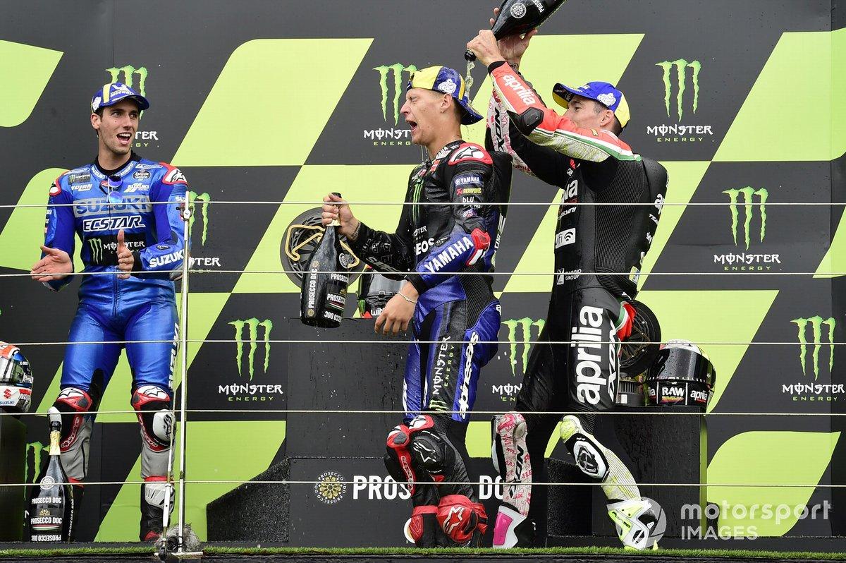 Il vincitore della gara Fabio Quartararo, Yamaha Factory Racing, secondo classificato Alex Rins, Team Suzuki MotoGP, terzo classificato Aleix Espargaro, Aprilia Racing Team Gresini