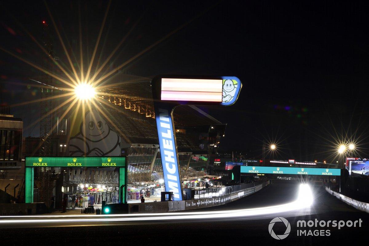 Acción en Le Mans de noche