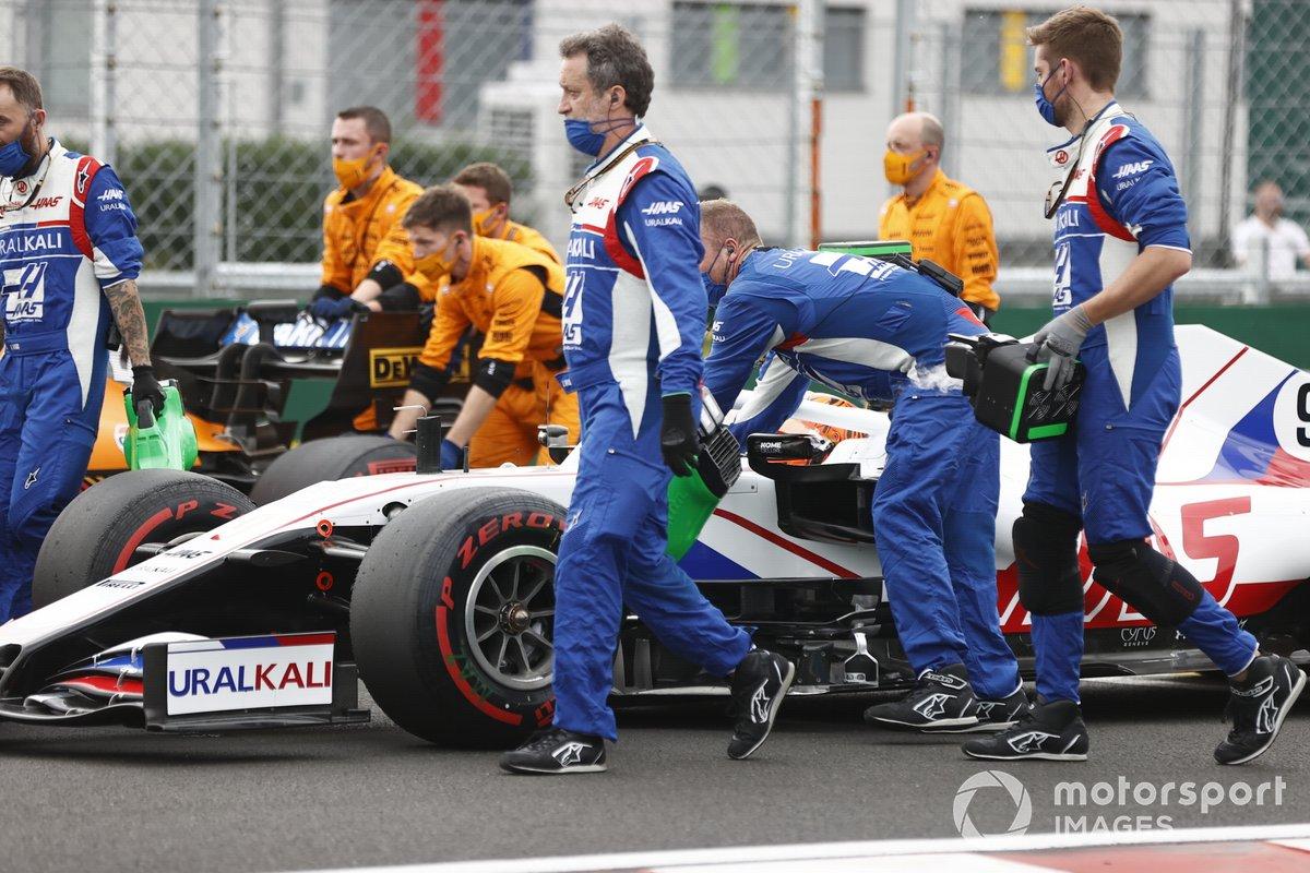 Nikita Mazepin, Haas VF-21, arriva sulla griglia