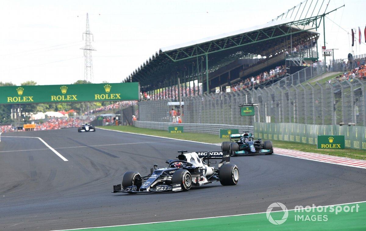 Yuki Tsunoda, AlphaTauri AT02, Lewis Hamilton, Mercedes W12