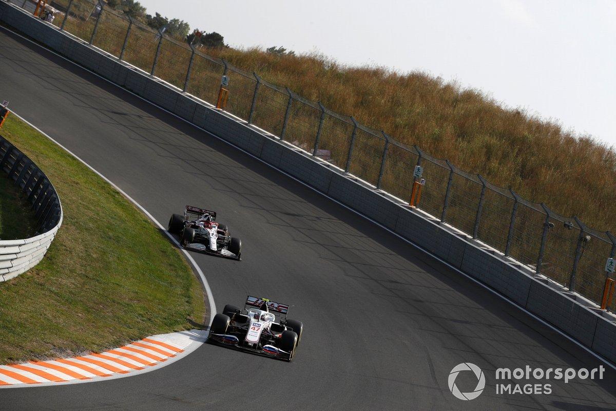Mick Schumacher, Haas VF-21, Kimi Raikkonen, Alfa Romeo Racing C41