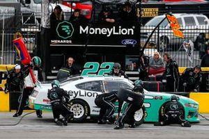 Austin Cindric, Team Penske, Ford Mustang MoneyLion pit stop