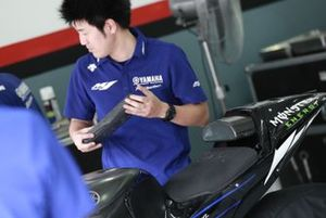 Jorge Lorenzo, Yamaha Factory Racing's Yamaha,seat adjudtment