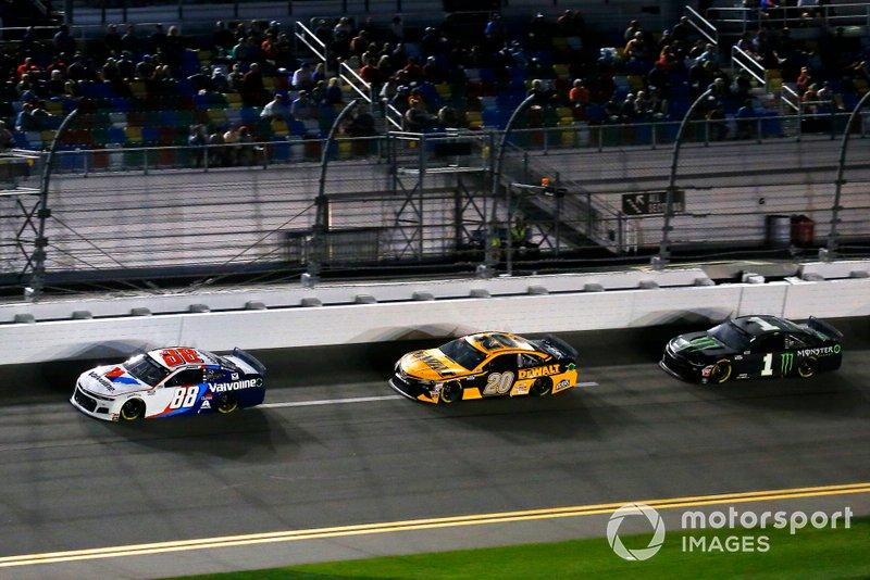 Alex Bowman, Hendrick Motorsports, Chevrolet Camaro Valvoline, Erik Jones, Joe Gibbs Racing, Toyota Camry DeWalt