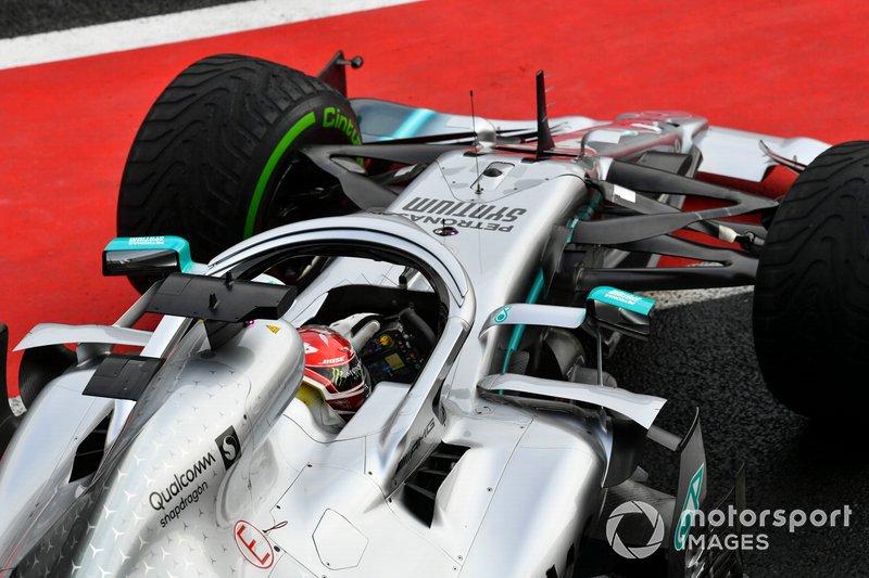 Lewis Hamilton, Mercedes AMG F1 W10, lascia il garage
