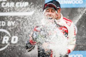 Podio: ganador Esteban Guerrieri, ALL-INKL.COM Münnich Motorsport Honda Civic Type R TCR
