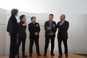 FL500時代の神谷さんとのエピソードが披露された。写真右からMC担当の福山英朗さん、ハヤシ・レーシングの林将一社長、マナティのデザインを担当した阿波秀男さん、そしてマナティの大野和幸代表
