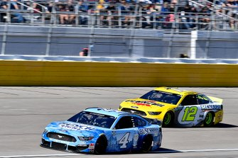 Kevin Harvick, Stewart-Haas Racing, Ford Mustang Busch Light, Ryan Blaney, Team Penske, Ford Mustang Menards/Pennzoil