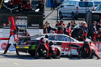 Christopher Bell, Leavine Family Racing, Toyota Camry Rheem-RTP pit stop