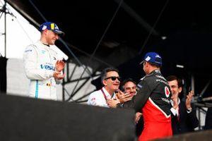 Stoffel Vandoorne, Mercedes Benz EQ, EQ Silver Arrow 01, Andre Lotterer, Porsche, Porsche 99x Electric, sur le podium avec Alejandro Agag, président de la Formule E