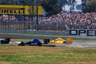 Jonathan Palmer, Tyrrell 018 Ford,in the gravel, Nelson Piquet, Lotus 101 Judd