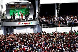 Yarış galibi Lewis Hamilton, Mercedes AMG, 2.Nico Rosberg, Mercedes AMG, 3. Sebastian Vettel, Ferrari podyumda