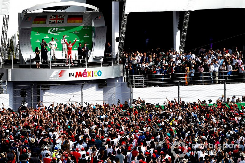 Podio: ganador de la carrera Lewis Hamilton, Mercedes AMG, segundo lugar Nico Rosberg, Mercedes AMG, y el tercer lugar Sebastian Vettel, Ferrari