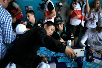 Mitch Evans, Jaguar Racing takes a selfie with a fan at the autograph session