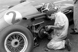 A mechanic works on Roy Salvadori's Aston Martin DBR4/250