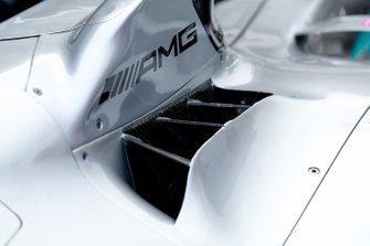 Mercedes AMG F1 W10, dettaglio del cofano motore