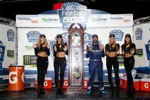 Ganador Martin Truex Jr., Joe Gibbs Racing, Toyota Camry Auto Owners Insurance
